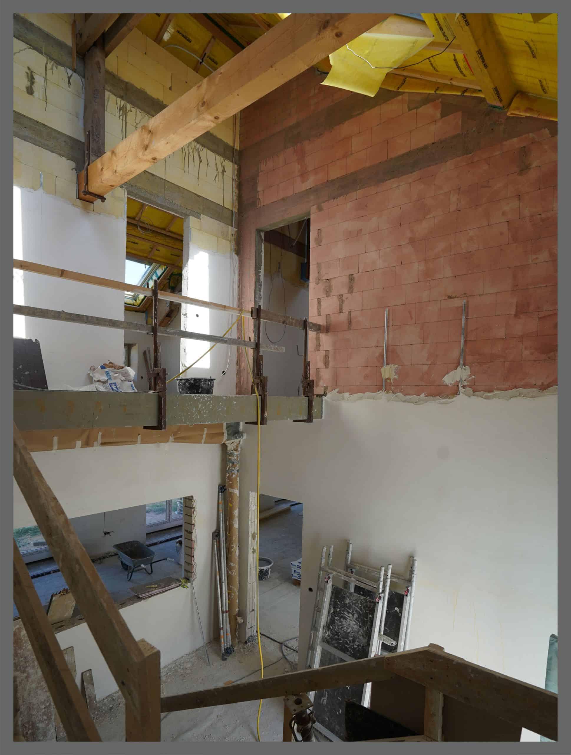 Treppenhaus teilweise verputzt, nicht gestriechen, durch Malerbetrieb Düsseldorf ausgeführt