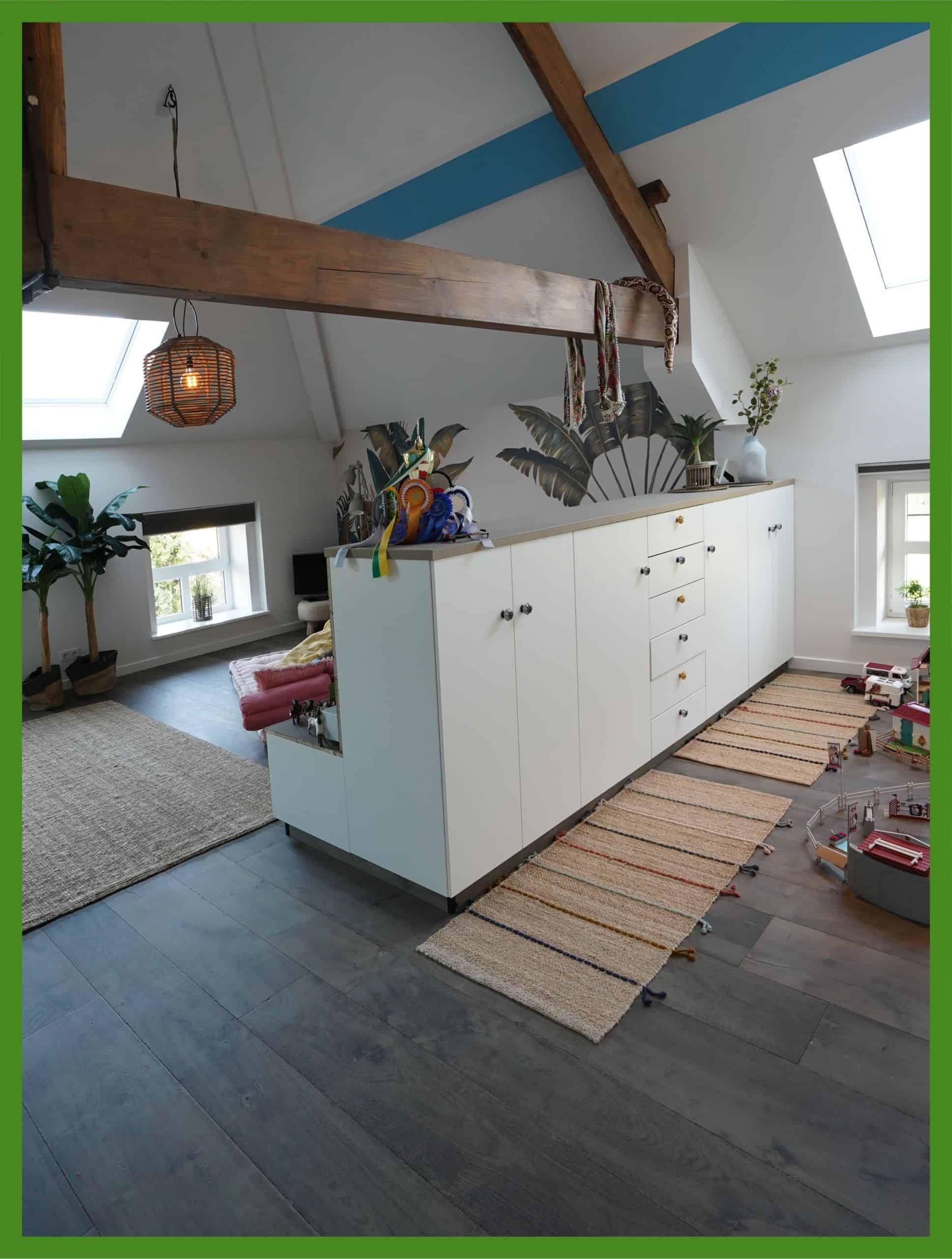 Zimmer nach Tapezier- und Trockenbauarbeiten durch Malerbetrieb Düsseldorf ausgeführt