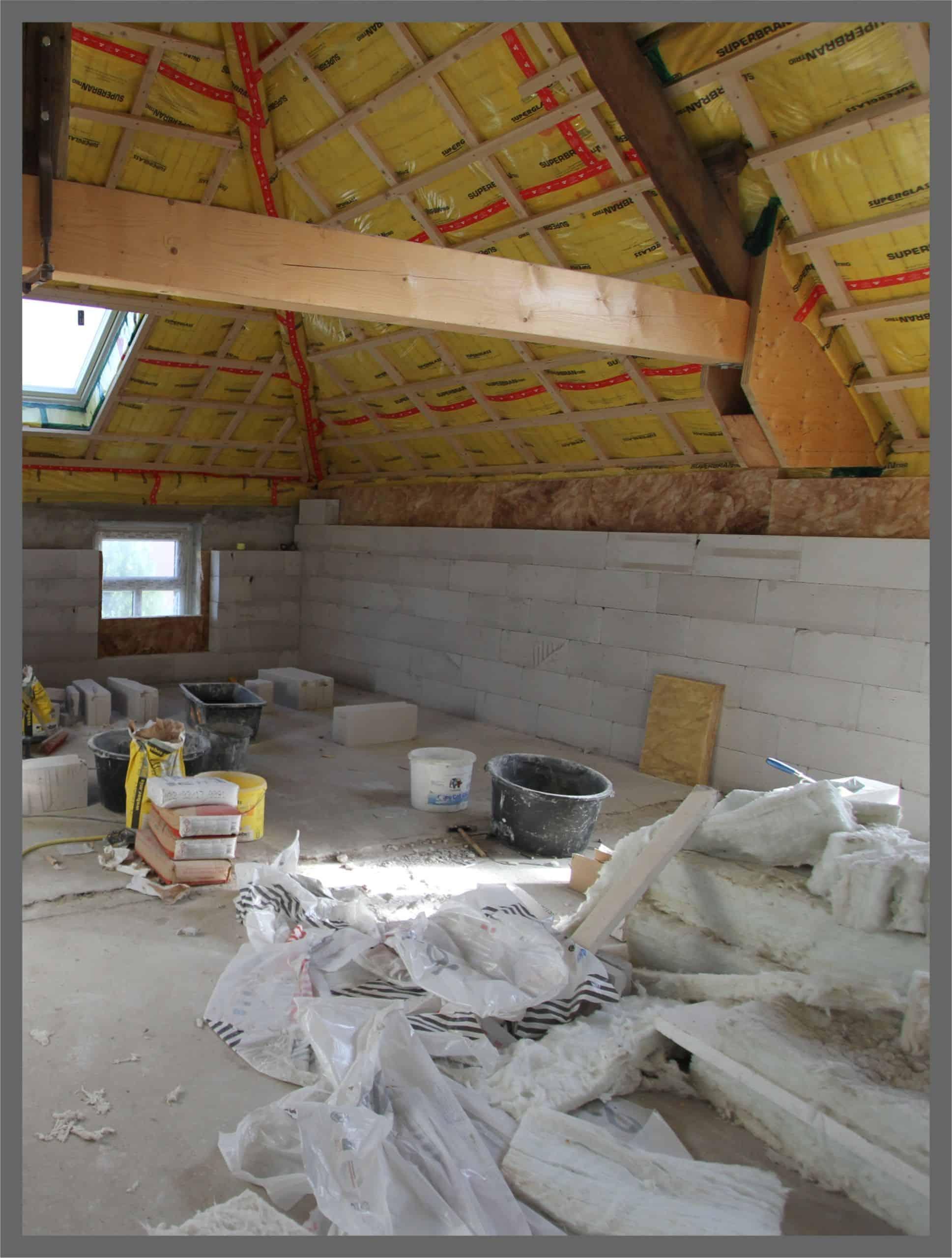 Ein Zimmer während einer Renovierung durch Maler Düsseldorf ausgeführt